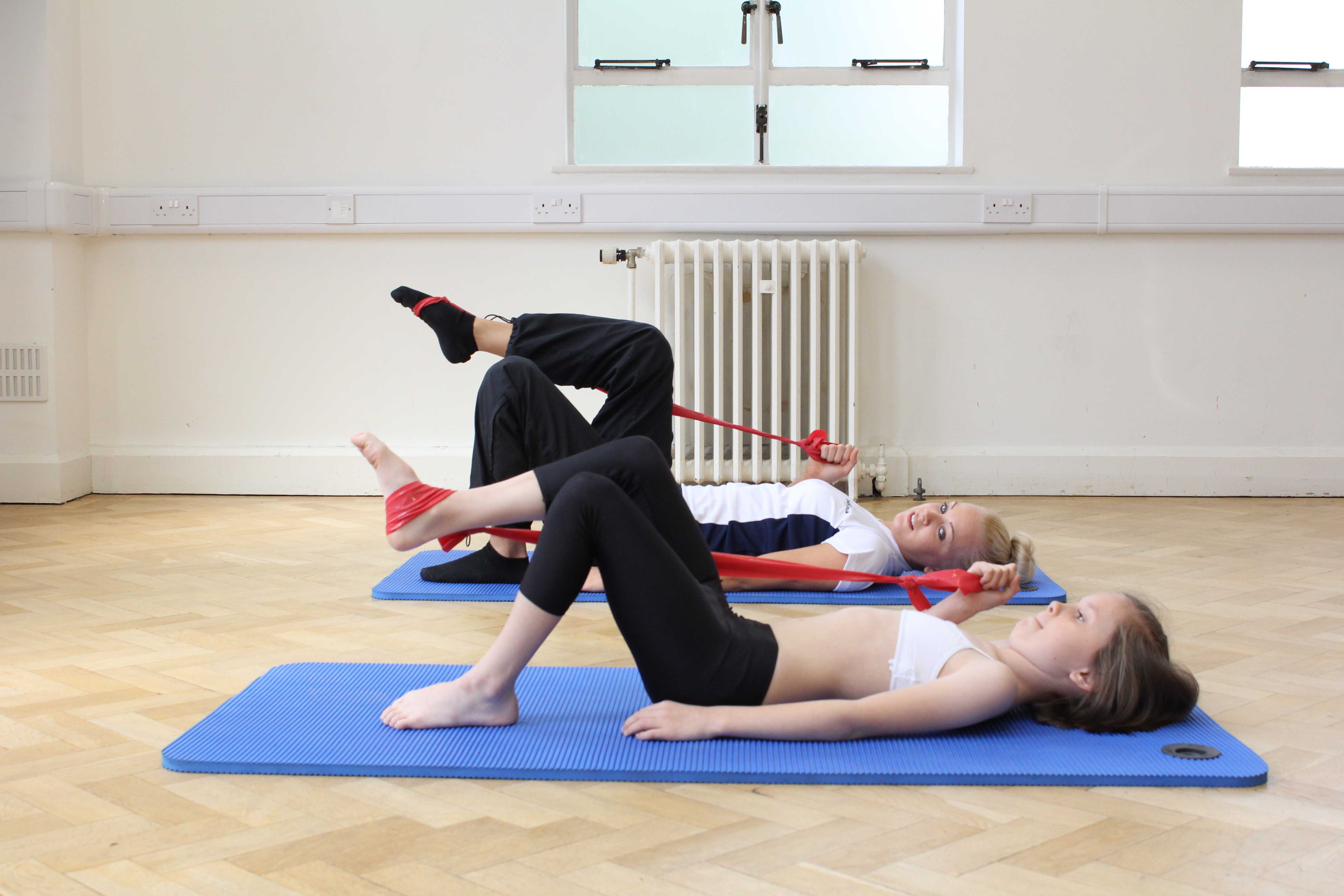 Strengthening and mobilisations exercises for the hip and knee