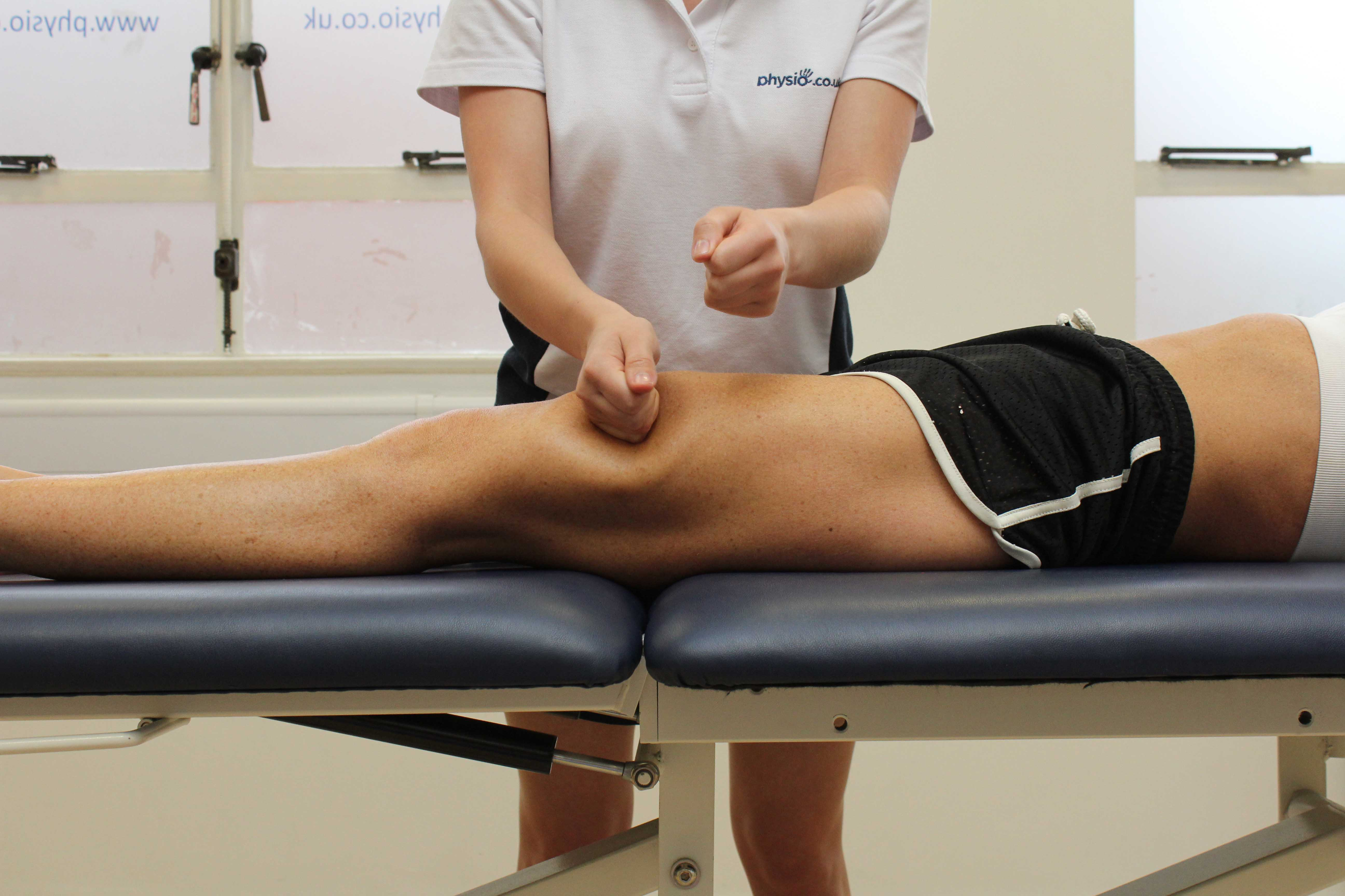 Beating percussion massage technique applied to rectus femoris muscle