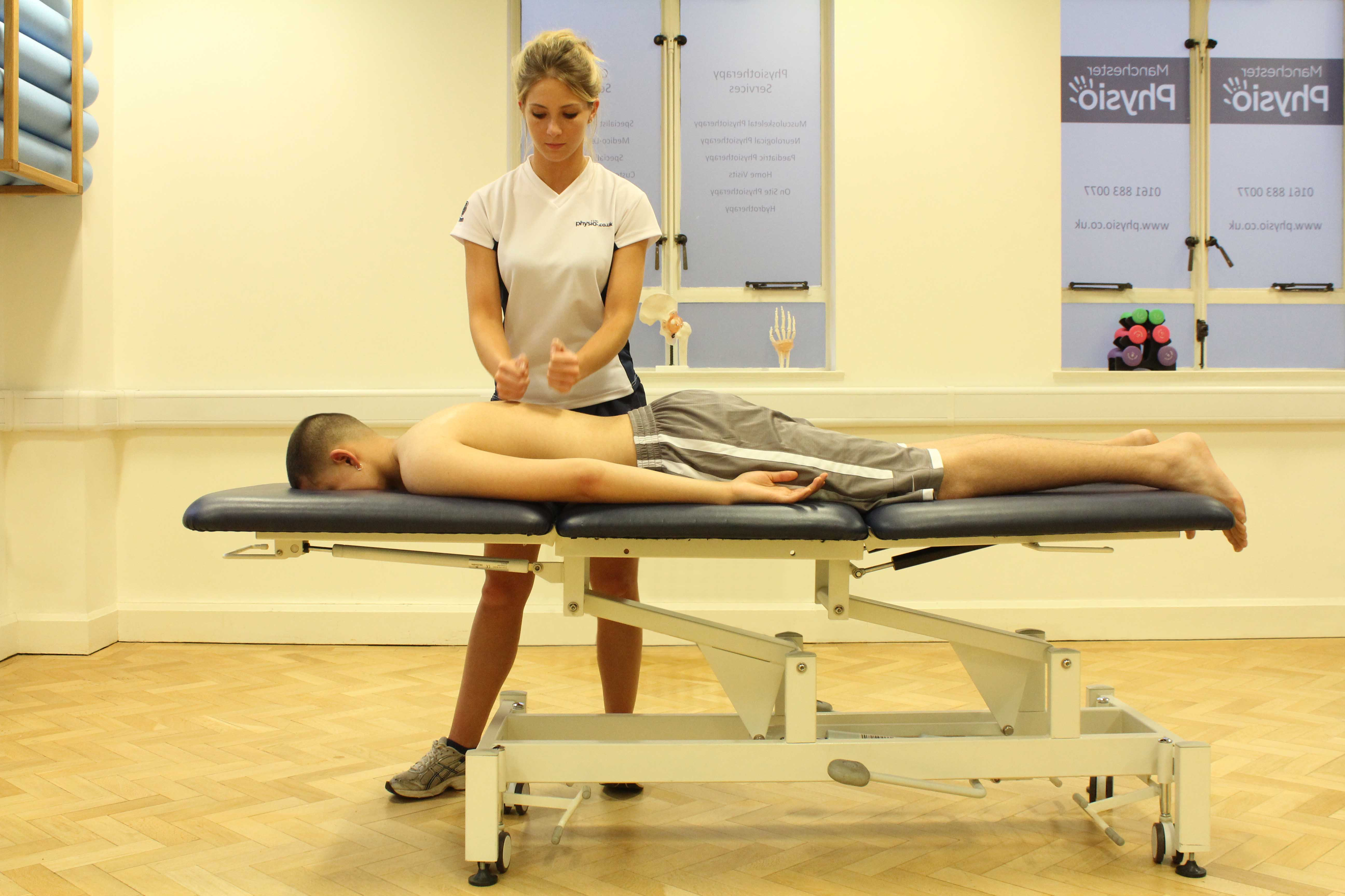 Beating percussion massage technique applied to latissimus dorsi muscle