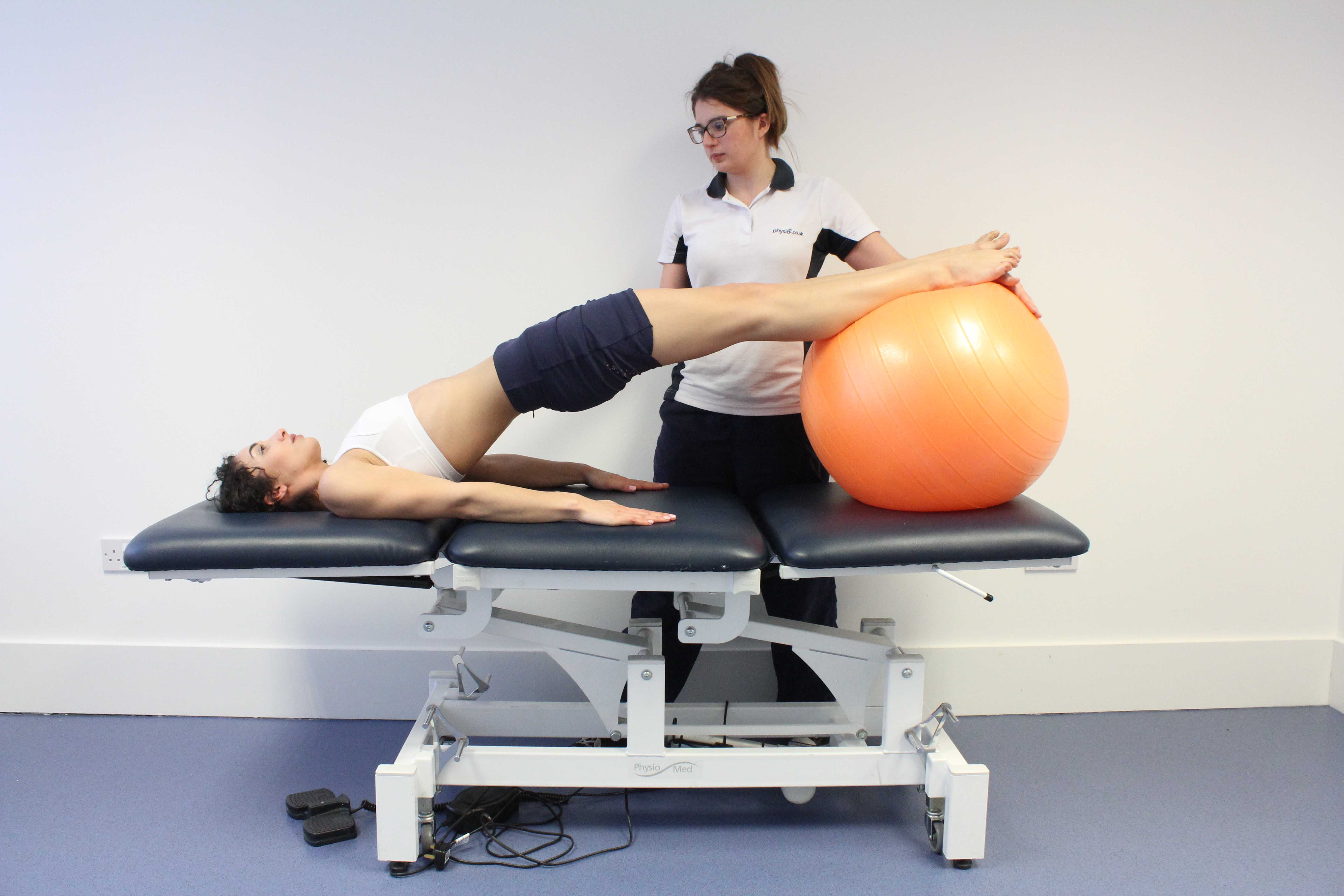 Bridging exercises supervised by a physiotherapist to improve core stability