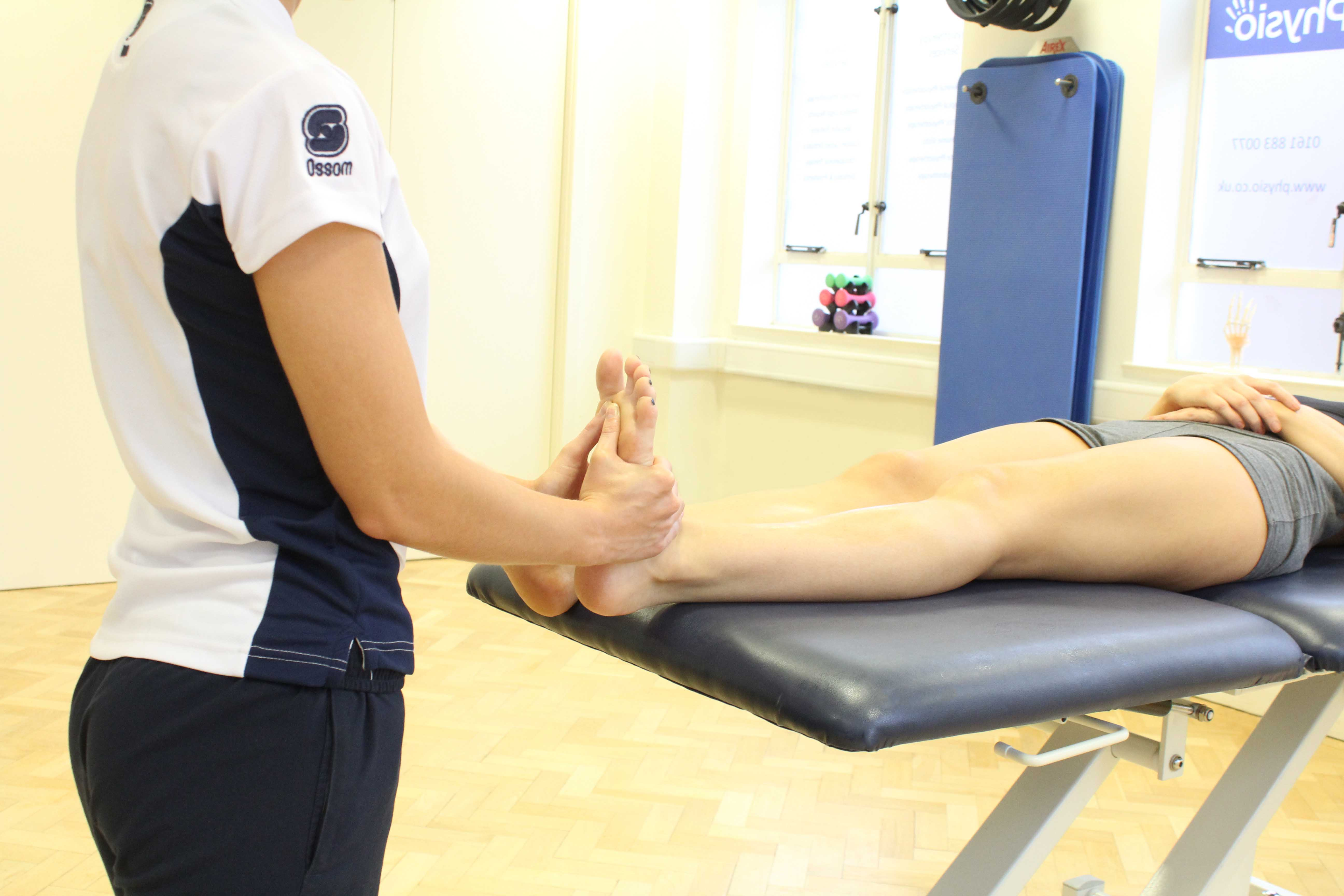 Trigger point massage of the planta fascia under the foot.