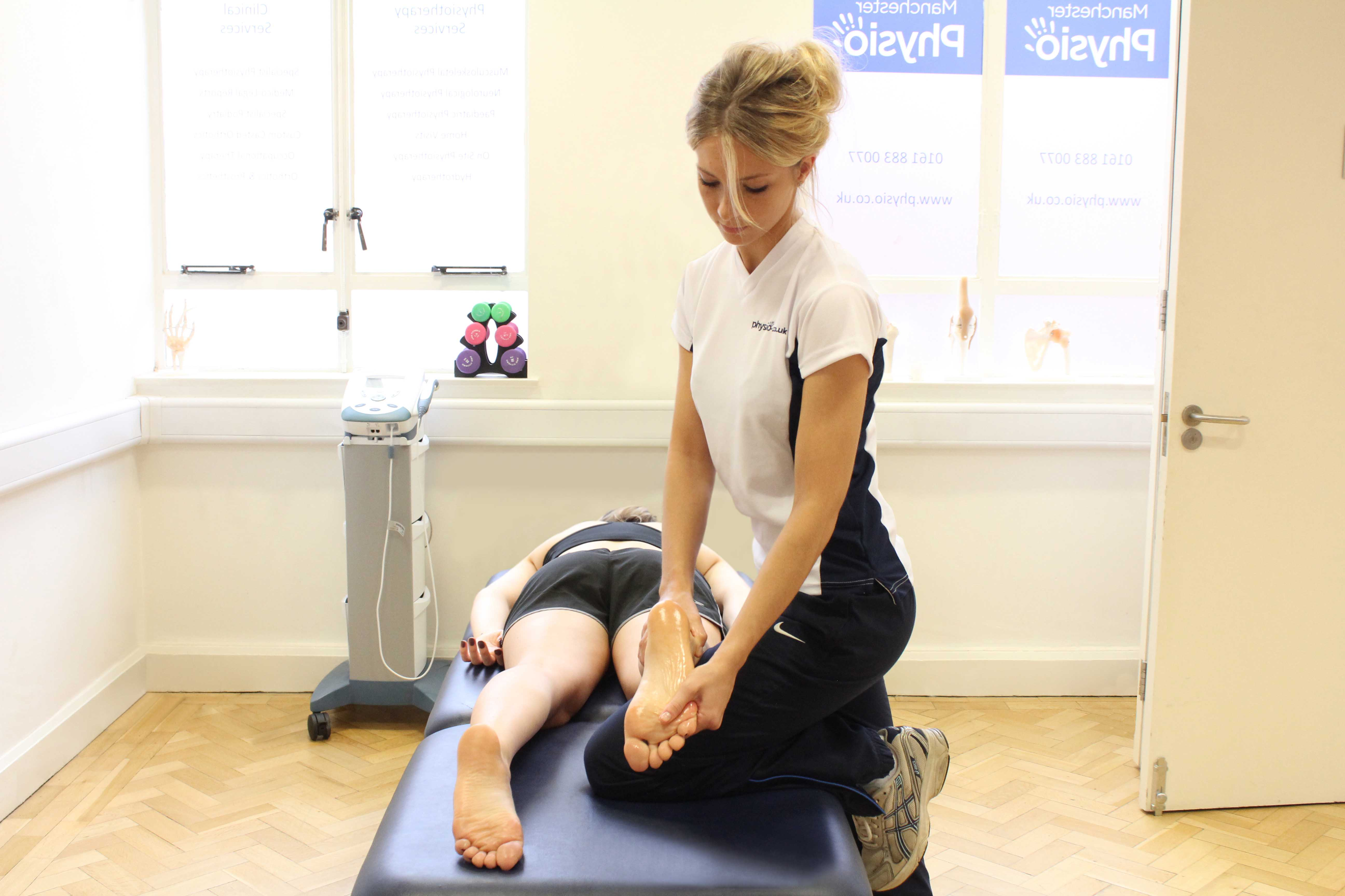Accupressure massage applied by physiotherapist