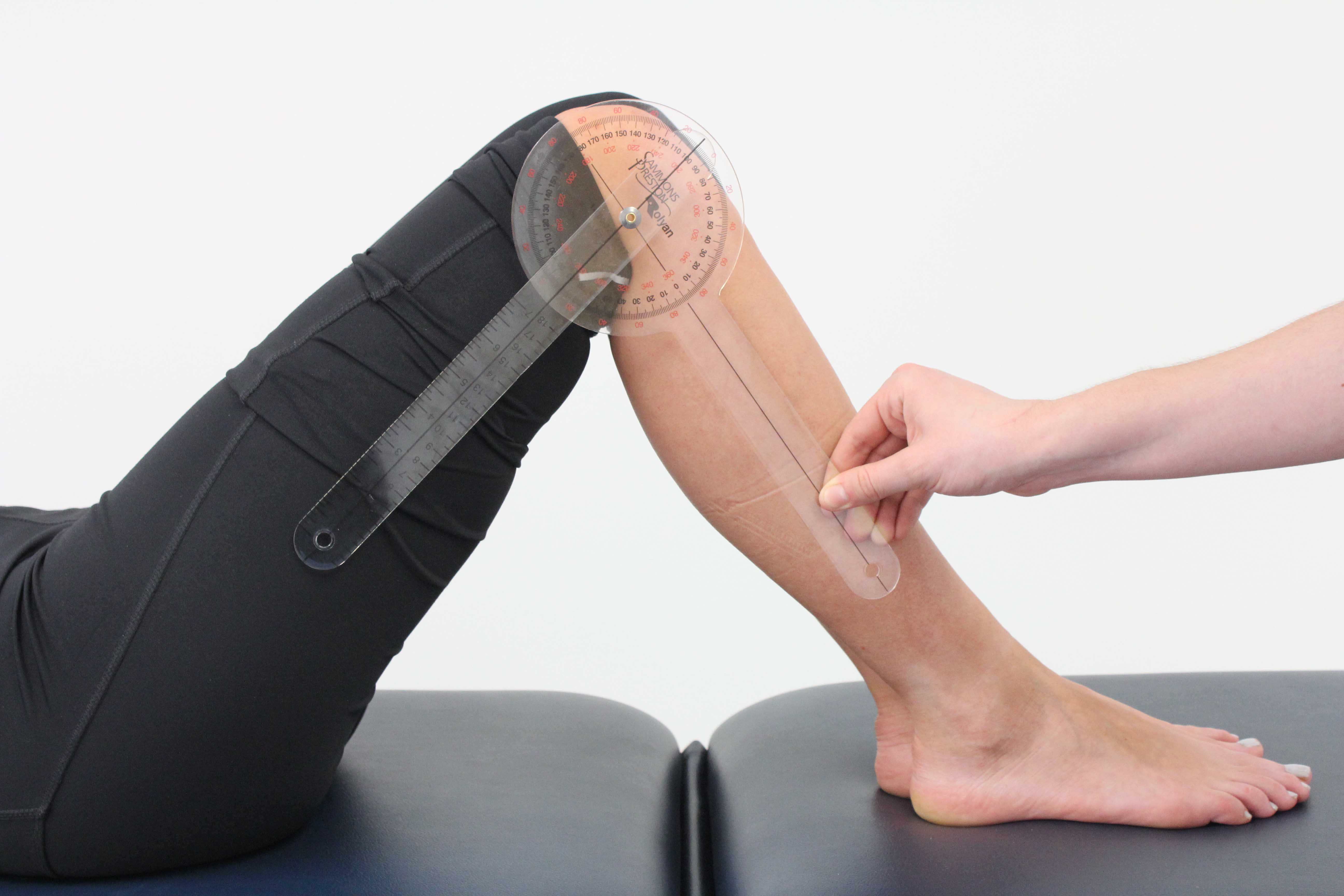 Monitouring lower limb mobility using a goniometer