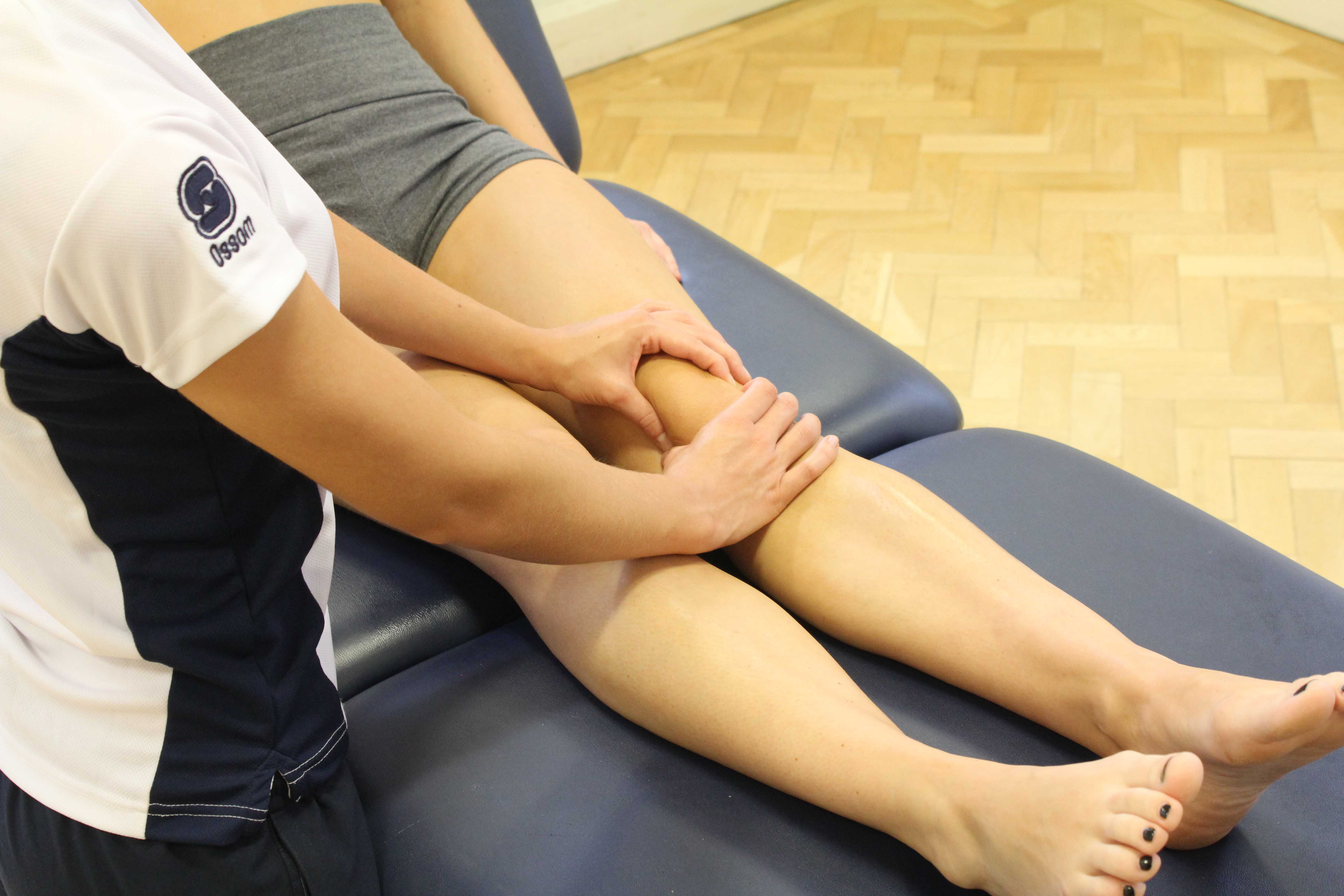 Mobilisations of the knee to relieve pain and stiffness