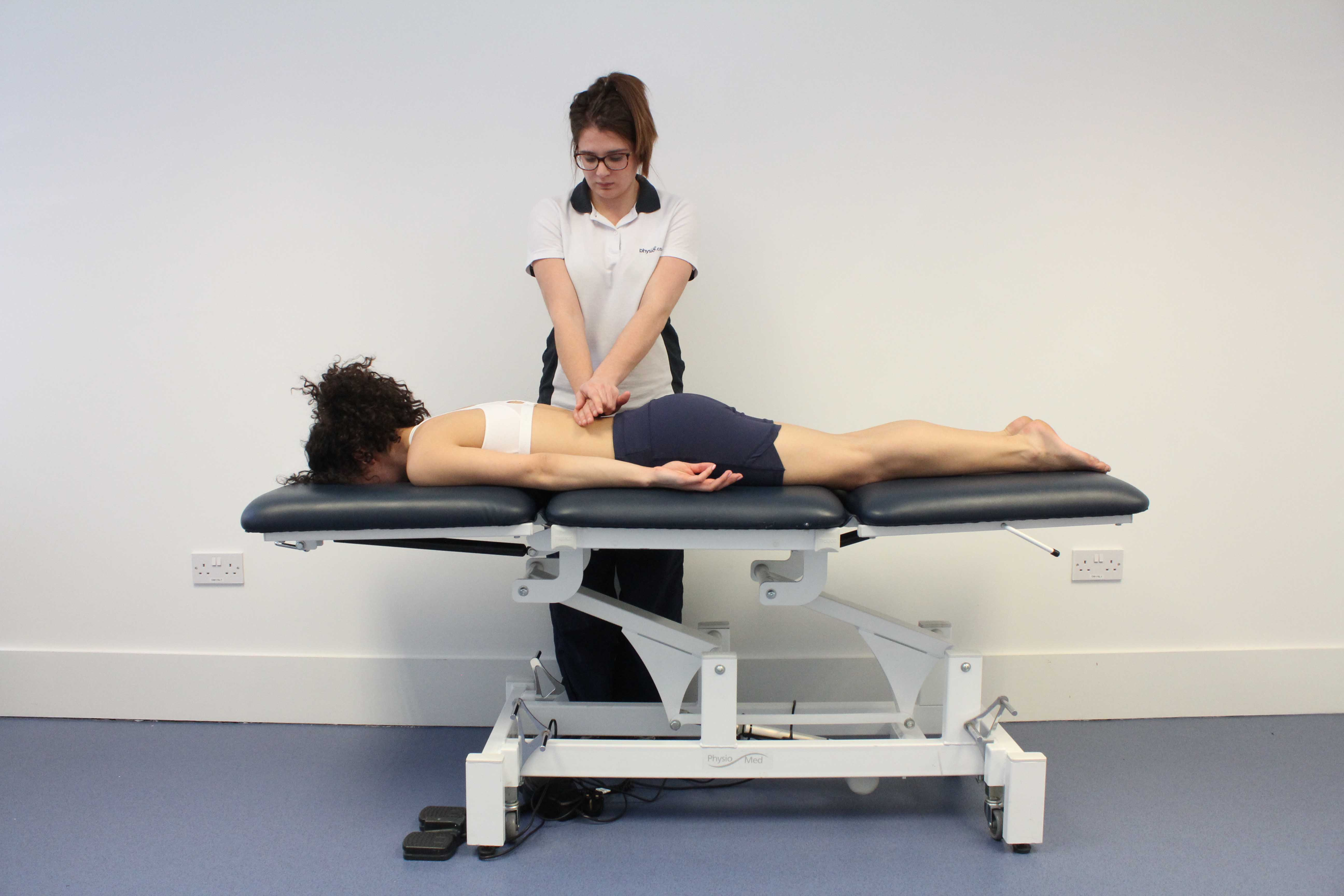 Mobilisations of the vertebrea in the lower back by a physiotherapist