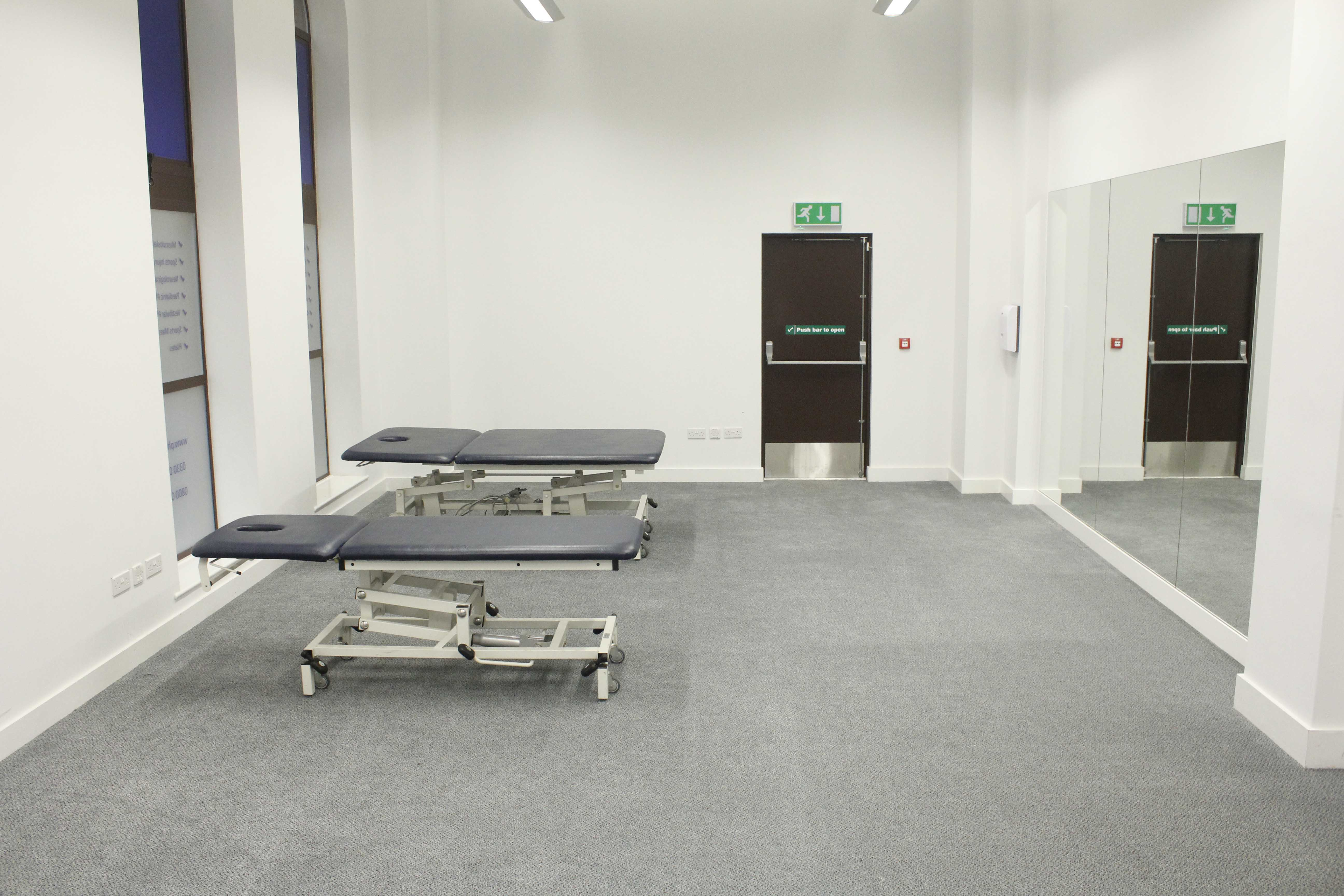 Modern, well equipped treatment facilities in our Minshull Street clinic.