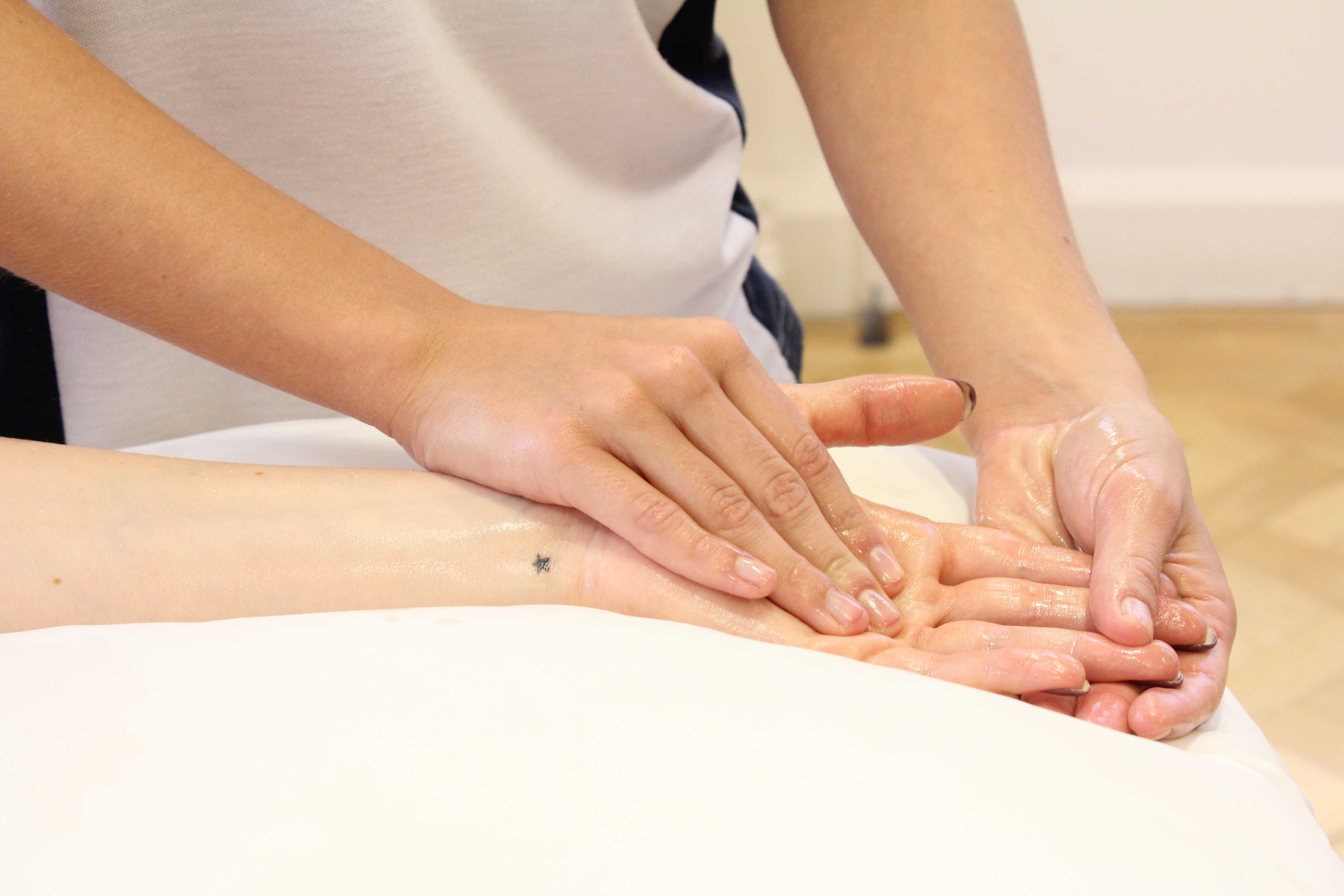 Soft tissue massage of th palma fascia to relieve pain and stiffness in the hand
