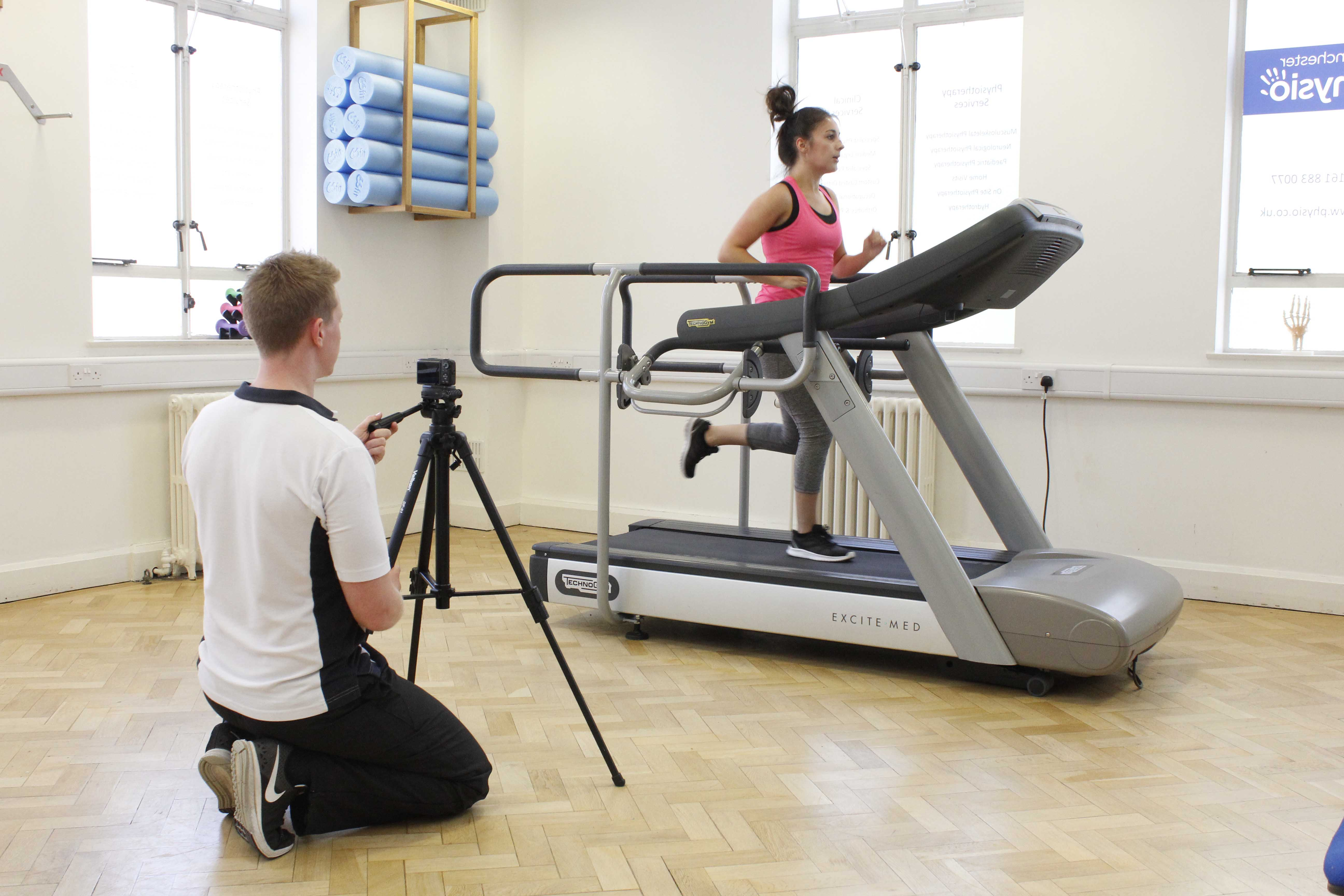 Biomechanical assessment of a runners gait by a specialist physiotherapist