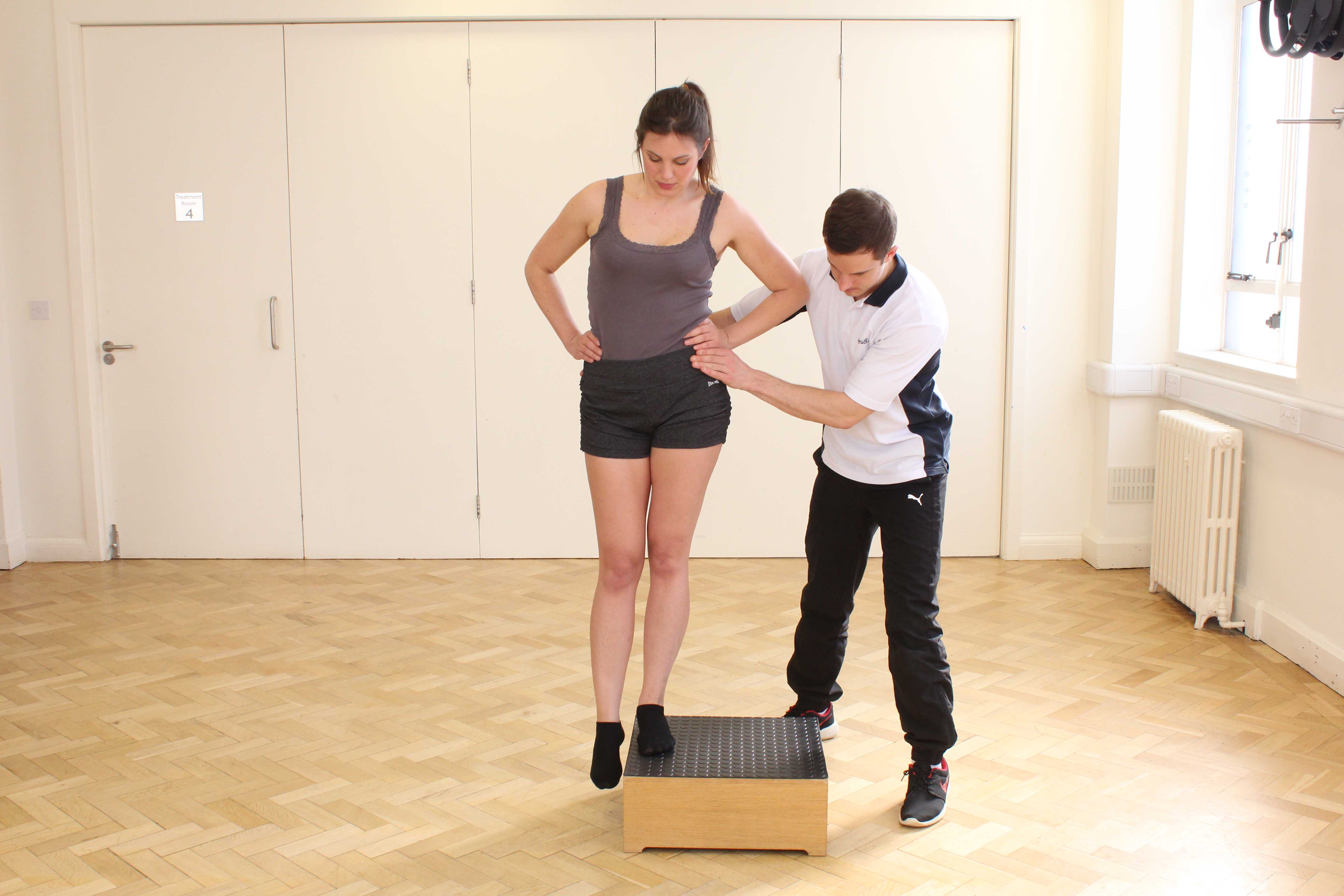 Hip stability and proprioception exercises led by an experienced Physiotherapist