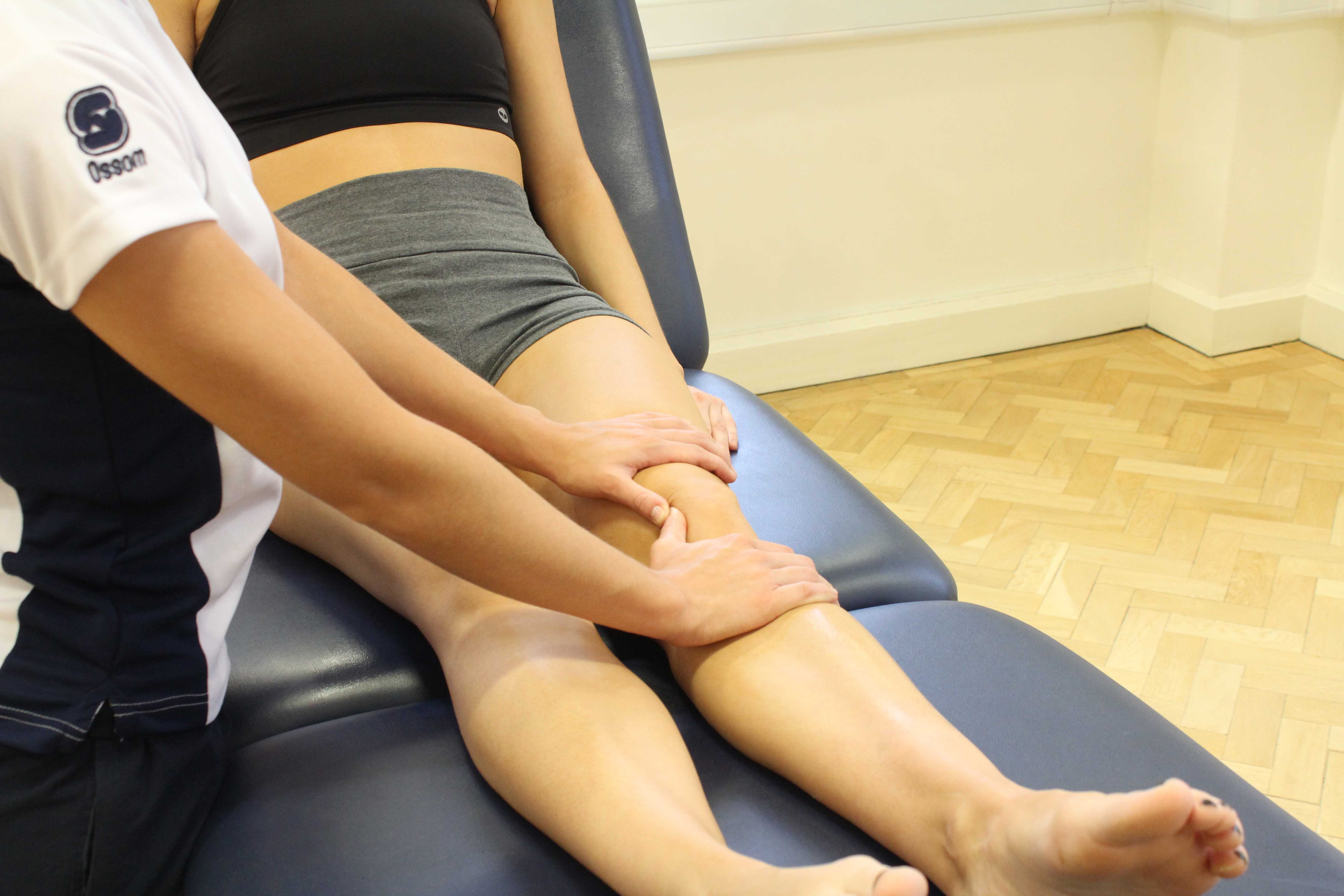 Mobilisations of the patella to relieve painful symptoms