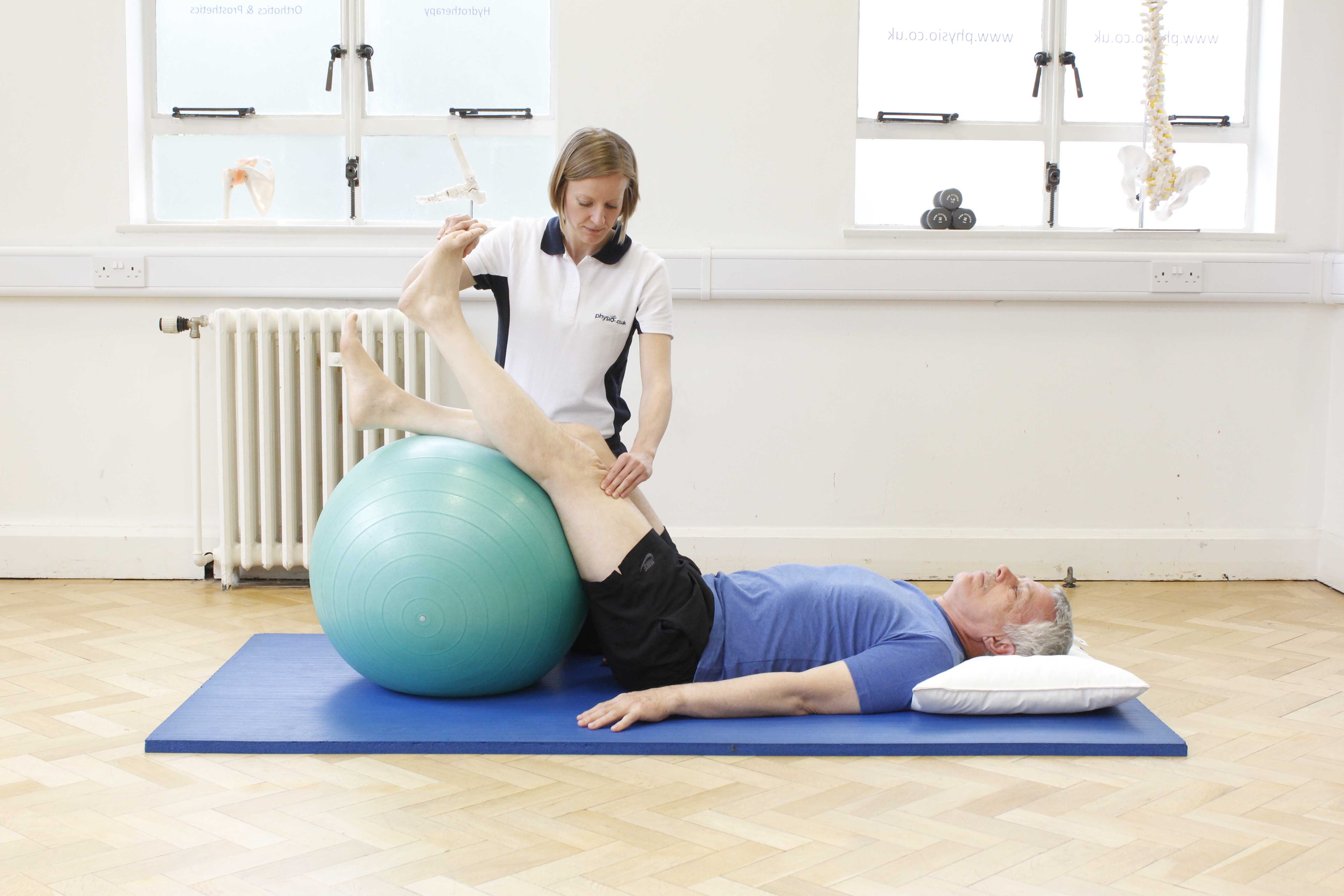 Quadriceps strengthening exercises supervised by neurological physiotherapist