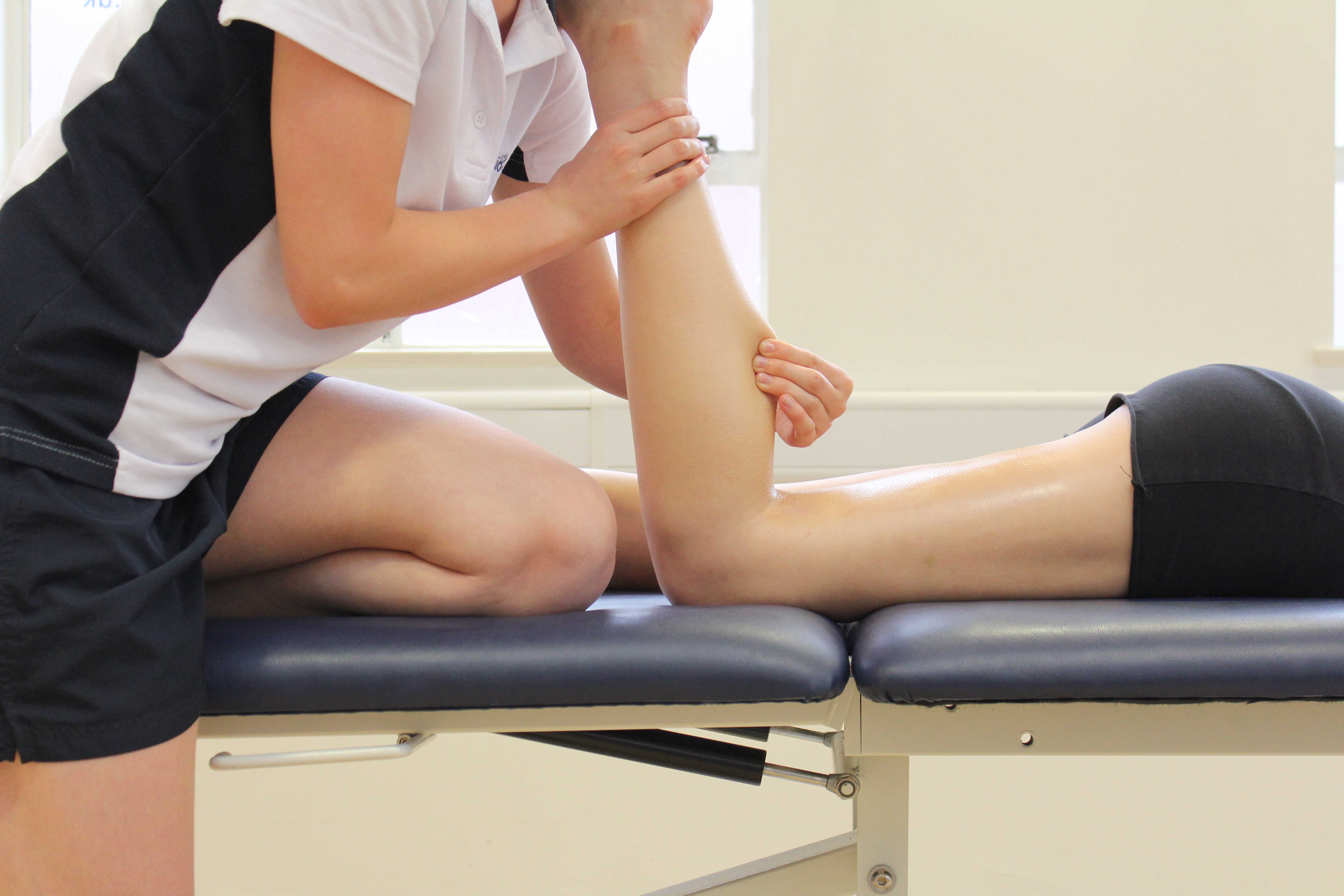 Wringing massage technique applied to gastrocnemius